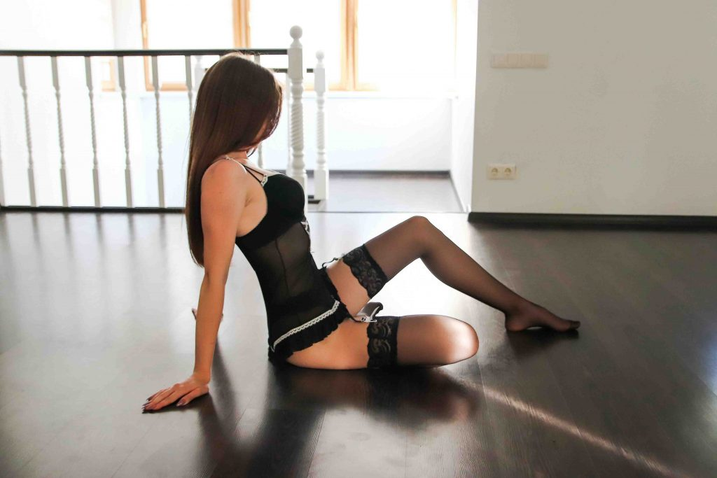 Cheap London escorts - leggy girl